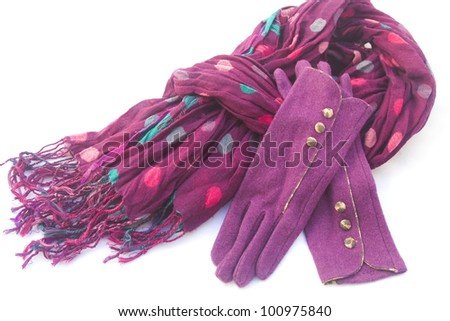 Set of lilac-colored clothing accessories for late fall - a scarf and a pair of woolen gloves.