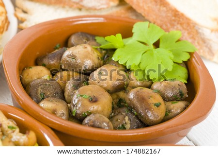 Setas al Ajillo - Sauteed mushrooms with garlic, lime and parsley. Traditional Spanish tapas dish.