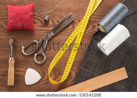 Sewing accessories on a table