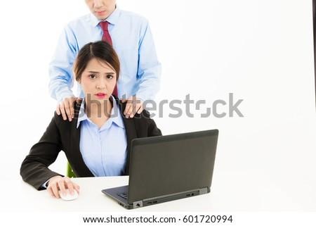 Смотреть две девушки один парень в офисе фото 785-857