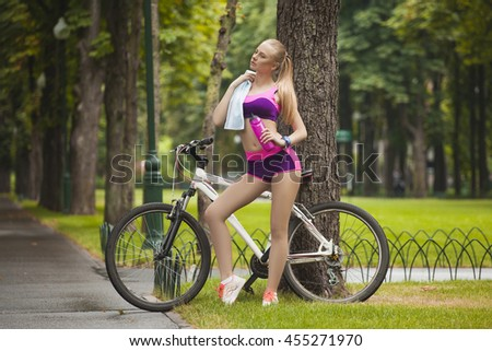 Sexy cycle girl suck