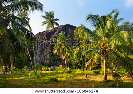 Seychelles, natural wonder form the L�¢â�¬â�¢Union Boulder is classified as a National Monument. The granite boulder was formed during the Precambrian, around 750 million years ago - stock photo