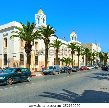 SFAX, TUNISIA - SEPTEMBER 3, 2015: The white street with the modern building in arabic style, on September 3 in Sfax.