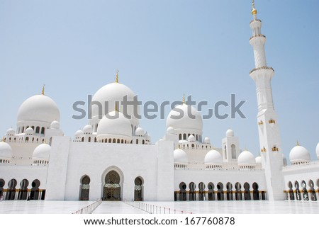 Sheikh Zayed Grand Mosque in Abu Dhabi (UAE)