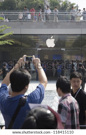 SHENZHEN - NOV 3: Apple fan uses iphone to take picture of Apple opening its seventh Apple store in mainland China, located at SHENZHEN, November 3, 2012.