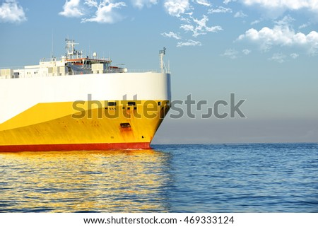 Ship sailing in the sea
