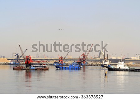 Ships in the port, wide-angle view