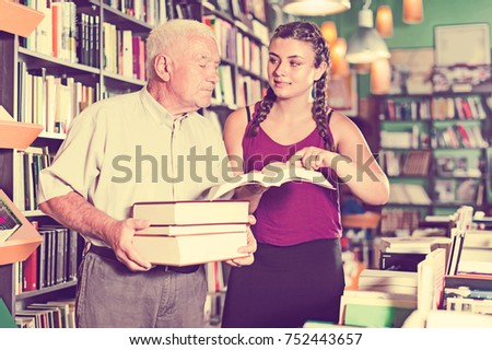 shoppers are reading  literature in bookstore.