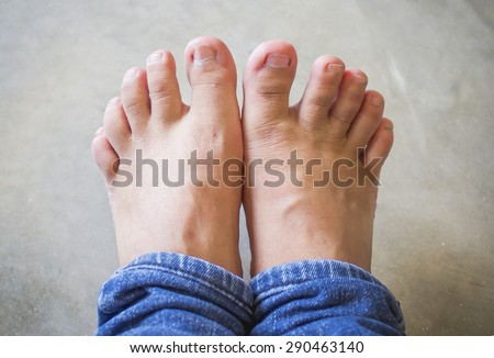 Short toes on cement floor backgrond - stock photo