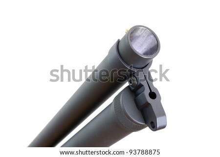 Shotgun muzzle and tubular magazine that are well lit