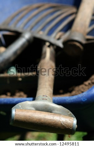 Shovel, pick and rack in a blue wheelbarrow