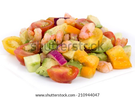 shrimp and avocado summer salad with tomatoes and red onion