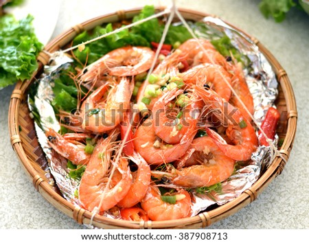 Shrimp boil with fish sauce on the basket