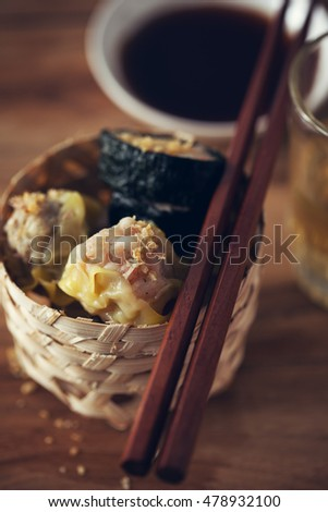 shrimp,pork and seaweed dumplings serve in small basket