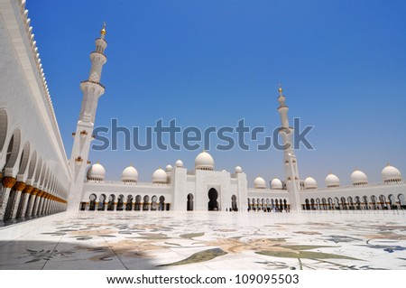 Side view of Sheikh Zayed mosque or grand mosque in Abu Dhabi