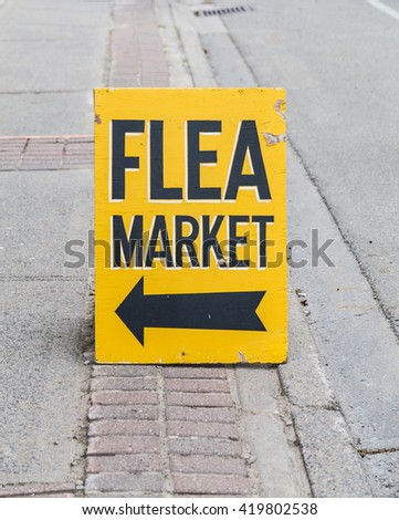 Sign and Arrow for a Flea Market on a street - stock photo