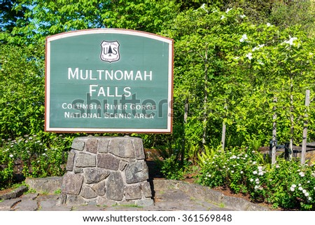 Sign to the entrance of Multnomah Falls in the Columbia River Gorge in Oregon - stock photo