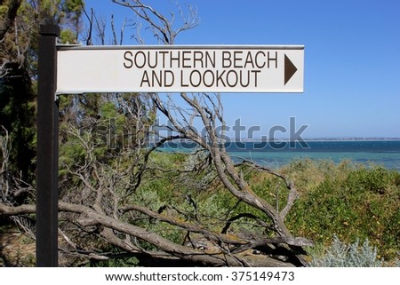 Sign to the southern beach and lookout
