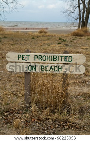 Sign warning pet not allowed on the beach