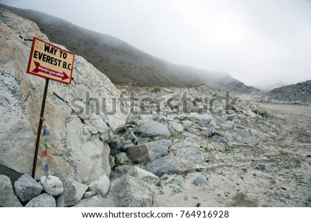 Signpost showing Way to Everest B.C. in the Himalayan mountain range in Nepal