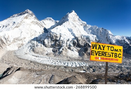 signpost way to mount everest b.c. and Mount Everest, Lhotse and Nuptse from Pumo Ri base camp - way to Mount Everest base camp â?? Nepal - stock photo