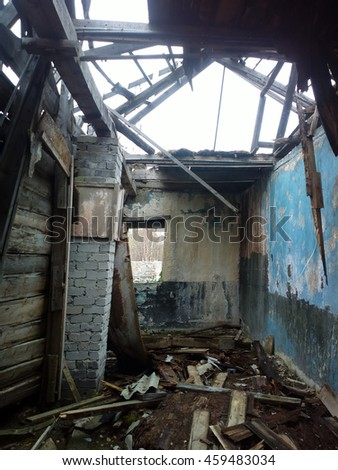 Signs of demographic decline and crisis. Abandoned houses and institutions in the North, the interior 10