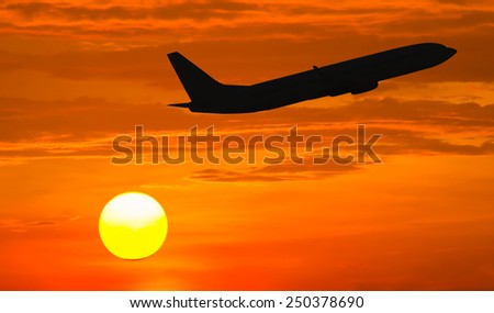 silhouette travel airplan on sunset background