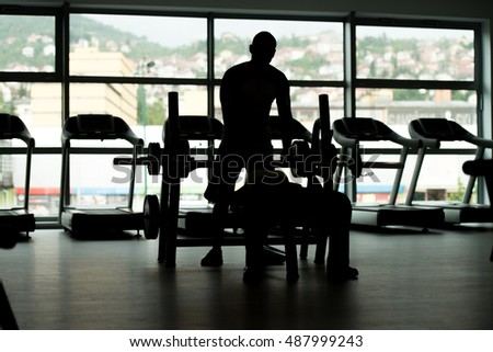 Siluet Personal Trainer Showing Young Woman How To Train Chest On Bench In The Gym