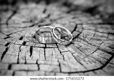 silver wedding rings, black and white
