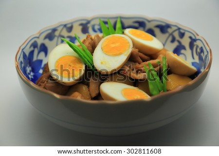 Simmering of chicken, carrot, burdock and boiled egg. Snow pea is added to a color scheme.