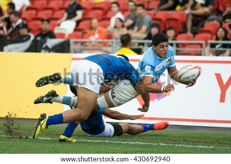 SINGAPORE-APRIL 17:Argentina 7s Team (blue/white) plays against Samoa 7s team (blue) during Day 2 of HSBC World Rugby Singapore Sevens on April 17, 2016 at National Stadium in Singapore