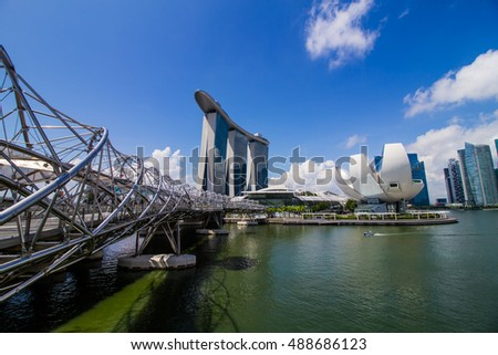 SINGAPORE - AUGUST 31: View of Art Science Museum and Marina Bay sand on August 31,2016 in Singapore. There are tourist attraction in Singapore.
