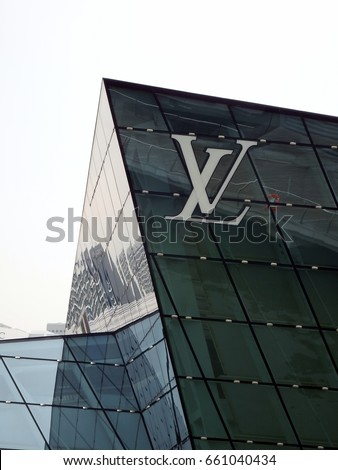 """Singapore City, Singapore - 29th April, 2016: The Louis Vuitton logo on the """"Crystal Pavilion"""" store located at Marina Bay Sands, Singapore."""
