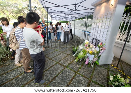 SINGAPORE-MARCH 23 : Visitors paying last respect to the late ex prime minister of Singapore, Mr Lee Kuan Yew. Mr Lee died due to ill health, Mar 23, 2015, Singapore - stock photo