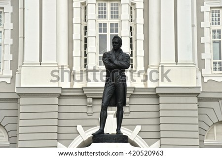SINGAPORE - 05 MAY 2016: Statue of Sir Stamford Raffles (the founder of the modern Singapore) outside the Victoria Concert Hall.