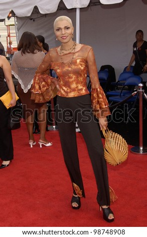 Singer EARTHA at the 7th Annual Soul Train Lady of Soul Awards in Santa Monica, California.  28AUG2001.   Paul Smith/Featureflash