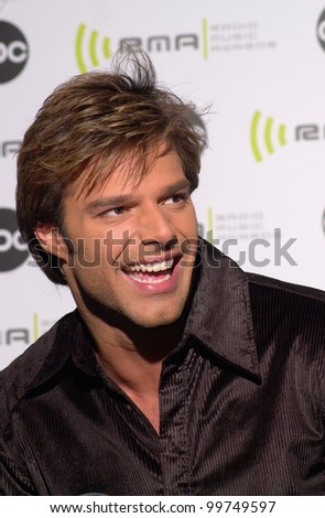 Singer RICKY MARTIN at the Radio Music Awards at the Aladdin Hotel & Casino, Las Vegas. He won the award for Most Requested Artist of the Year. 04NOV2000.   Paul Smith / Featureflash