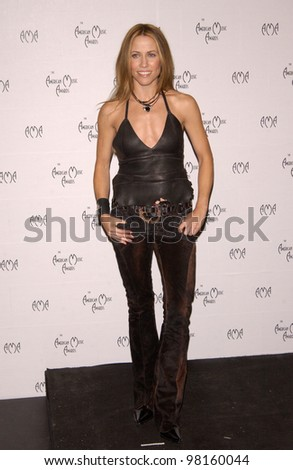 Singer SHERYL CROW at the American Music Awards in Los Angeles. 09JAN2002.    Paul Smith/Featureflash