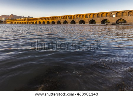 Sio-se-pol bridge on Zayandeh rood river in Isfahan, Iran. 16th century.