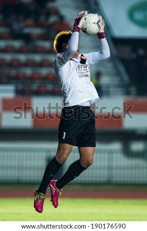 SISAKET THAILAND-APR 20:Goalkeeper Narit Taweekul of BG FC.(white) in action during Thai Premier League Sisaket F.C. and Bangkok Glass F.C. at Sri Nakhon Lamduan Stadium on April 20,2014,Thailand - stock photo