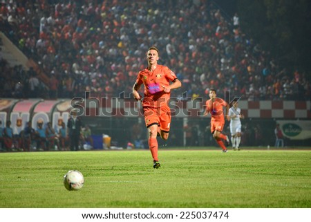 SISAKET THAILAND-October 15:  Brent McGrath of Sisaket FC. in action during Thai Premier League between Sisaket FC and Buriram Utd at Sri Nakhon Lamduan Stadium on October 15,2014,Thailand - stock photo