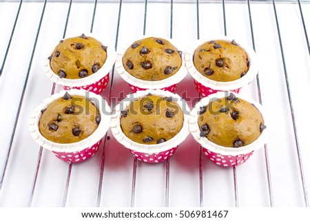 six muffin cake on iron grill