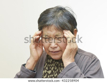 Sixty years old woman ; Sick, Headache, Trouble, Dizzy