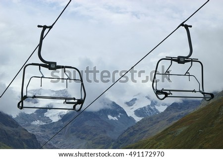 Ski lift in the Oetztal alps in Tyrol, Austria, in September. It is not yet in service. View of the mountains and glacier of the Pitztal.