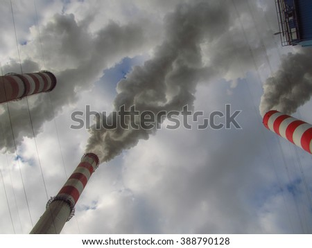 Sky engages covered < cover > and from high chimneys smoke (smoke) leaving (go out)