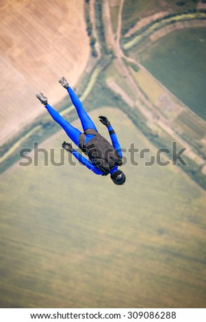 Skydiver in free