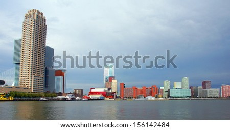 skyline from the southbank of Rotterdam with skyscapers against a dark clouded sky