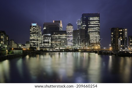 Skyline of Canary Warhf district at night, London, united Kingdom