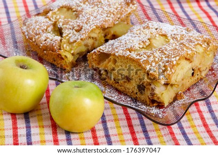 Slice of homemade apple pie with fresh apples