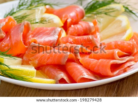 Sliced salted salmon served with lemon and bread